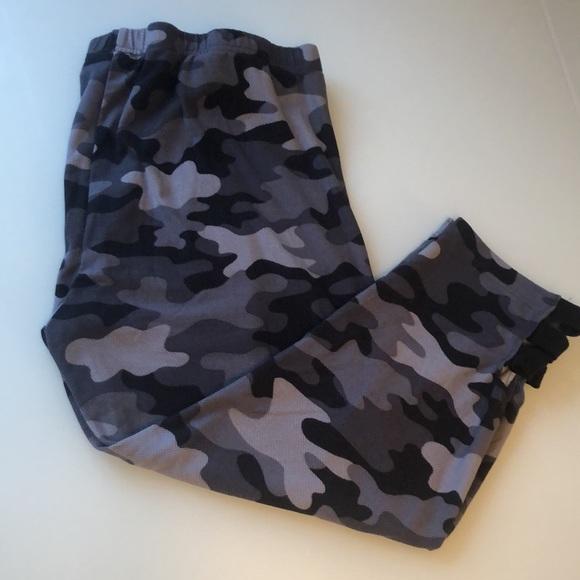 Camo capri cropped pants